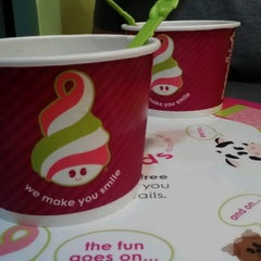 Photo taken at Menchie's Frozen Yogurt by Alissa O. on 7/26/2012