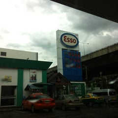 Photo taken at Esso (เอสโซ่) by Andrew W. on 6/30/2012