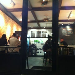 Photo taken at Quick Fixx by Anh D. on 5/6/2012