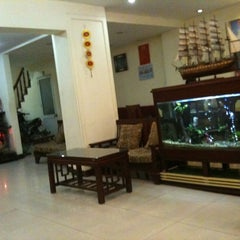 Photo taken at Elizabeth Hotel by Pauline L. on 2/29/2012