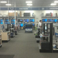 Photo taken at Best Buy by Javier A. on 8/8/2012