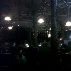 Photo taken at Ayam Gepuk Eco Raos by ikin s. on 7/10/2012