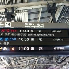 Photo taken at JR 新大阪駅 25-26番線ホーム by cheng wen c. on 4/19/2012