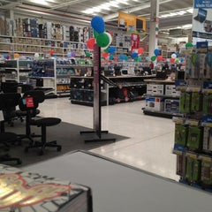 Photo taken at Office Depot by enrique f. on 5/26/2012
