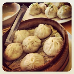 Photo taken at Nan Xiang Xiao Long Bao by Superjonbot on 8/26/2012