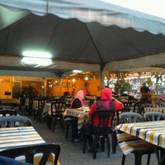 Photo taken at CRK Tomyam Seafood by Steven H. on 3/9/2012