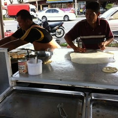 Photo taken at Pak Wan Roti Canai by kimi h. on 3/1/2012