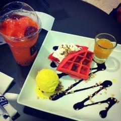 Photo taken at Coffee World (คอฟฟี่เวิล์ด) by SIRachat P. on 4/16/2012