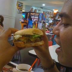 Photo taken at Burger King by Joizee F. on 4/15/2012