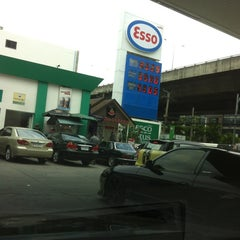 Photo taken at Esso (เอสโซ่) by Andrew W. on 8/25/2012