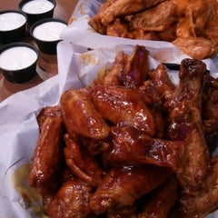 Photo taken at Buffalo Wild Wings by Kanden T. on 8/16/2012