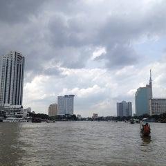Photo taken at ท่าเรือสะพานตากสิน (Tak Sin Pier) by Doenj M. on 8/11/2012