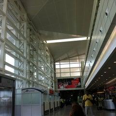 Photo taken at Aeroporto Internacional de Maputo by Darlan F. on 6/21/2012