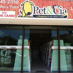 Photo taken at Pet&cia by Luciano B. on 2/27/2012