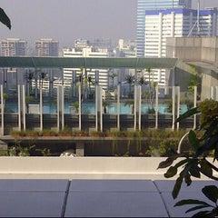 Photo taken at Swimming Pool - The Ritz Carlton 5th Floor Kuningan by Anang N. on 5/29/2012