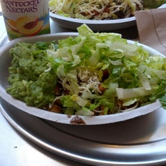 Photo taken at Chipotle Mexican Grill by Takeshi K. on 6/25/2012