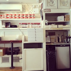 Photo taken at Best Pizza by david y. on 5/25/2012