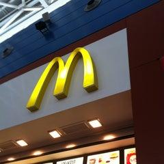 Photo taken at McDonald's by Rodrigo C. on 8/9/2012