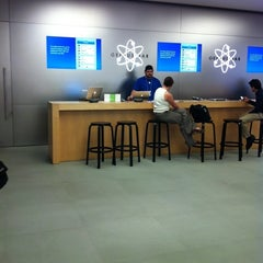 Photo taken at Apple Store, The Falls by Alejodedor on 5/23/2012