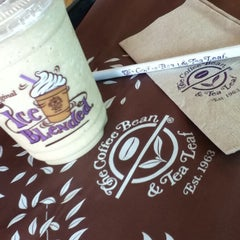 Photo taken at The Coffee Bean & Tea Leaf by Zeleen Ann S. on 7/7/2012