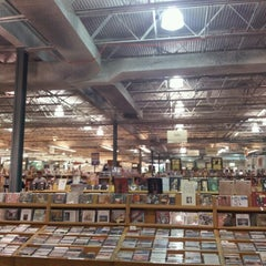 Photo taken at Half Price Books by Gabriel on 6/19/2012