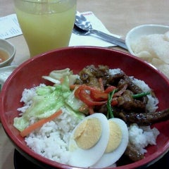 Photo taken at Chowking by Dolly A. on 2/29/2012