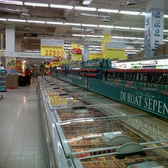 Photo taken at Transmart Carrefour by An9elicHa W. on 8/31/2012
