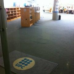 Foto tomada en Biblioteca Rector Gabriel Ferraté por Marc M. el 6/6/2012