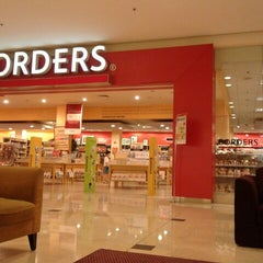 Photo taken at Borders by Siew Kheong C. on 9/2/2012
