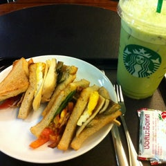 Photo taken at Starbucks (สตาร์บัคส์) by PAT S. on 7/28/2012