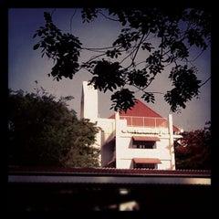 Photo taken at โรงเรียนวัฒนาวิทยาลัย (Wattana Wittaya Academy) by Alongod U. on 5/21/2012