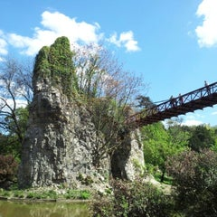Photo taken at Parc des Buttes-Chaumont by Walter F. on 5/1/2012