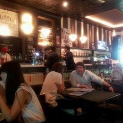 Photo taken at Almacén de Pizzas by DJ B. on 2/2/2012