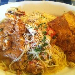 Photo taken at Italianni's Pasta, Pizza & Vino by Erika J. on 2/22/2012