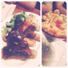 Photo taken at Tony Roma's Ribs, Seafood, & Steaks by Denise J. on 4/8/2012