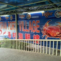 Photo taken at 港村海鲜楼 Port Village (Tanjung Harapan) by Shahir J. on 7/22/2012