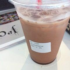 Photo taken at Tea Lounge Fresh Brewed by Phebe C. on 8/11/2012