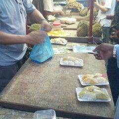 Photo taken at Market Basah Jelutong by Abg K. on 6/10/2012