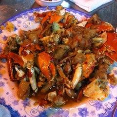 Photo taken at Quán Ốc Xuân Thảo by Jason T. on 5/23/2012