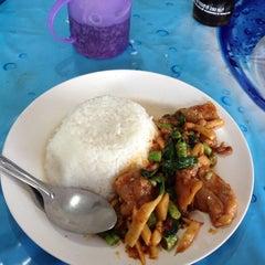 Photo taken at ครัวสมพร by Tle_Tasawat W. on 2/24/2012