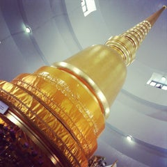Photo taken at พระบรมสารีริกธาตุ วัดพระศรีมหาธาติ by Ant J. on 3/19/2012
