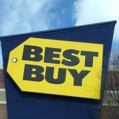 Photo taken at Best Buy by Daniel W. on 3/4/2012