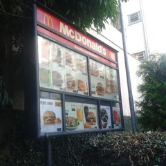 Photo taken at McDonald's by Ederson G. on 5/8/2012