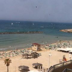 Photo taken at Frishman Beach (חוף פרישמן) by Jesus M. on 3/24/2012