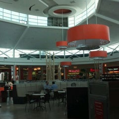 Photo taken at Patio de Comidas Mall Plaza Norte by Rodrigo b. on 3/28/2012