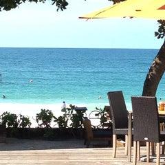 Photo taken at Sai Kaew Beach Resort (ทรายแก้ว บีช รีสอร์ท) by เอเอ บ. on 7/15/2012