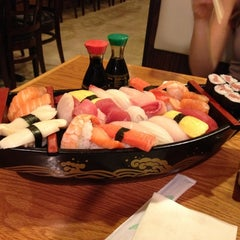 Photo taken at Mizu Sushi & Grill by Rodrigo C. on 4/3/2012