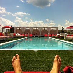 Photo taken at Penthouse Pool Club by Zachary Merrill R. on 6/7/2012