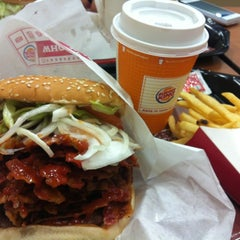 Photo taken at BURGER KING 品川シーサイドフォレスト店 by Doi K. on 4/24/2012