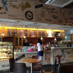 Photo taken at The Coffee Bean & Tea Leaf by Heath T. on 6/9/2012